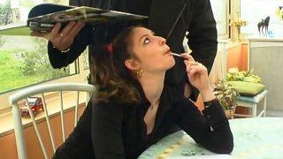 Française brune à couette très coquine avec son professeur