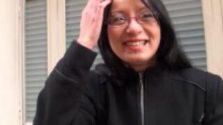 Une femme soumise asiatique avaleuse de bite