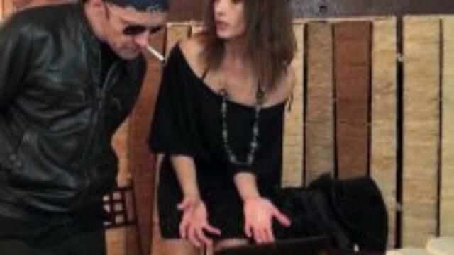 5012 640x360 - Une femme aimant la violence pendant la baise